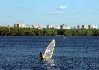 Строгинская пойма - одно из немногих мест в Москве, где можно заняться водными видами спорта